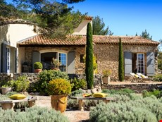Photo 2 of Charming Villa with Studio near Cabrieres d'Avignon