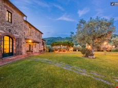 Photo 1 of Reviews of Beautiful Hilltop Villa in Tuscany with Spectacular Views
