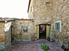 Photo 1 of Tuscany Accommodation Within Walking Distance of Town