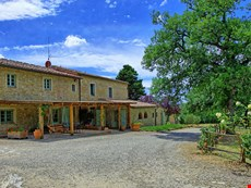 Photo of Tuscany Accommodation Within Walking Distance of Town