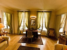 Photo 2 of Reviews of Elegant and Quiet Paris Apartment on the Left Bank