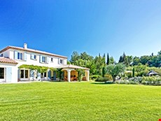Photo 2 of Reviews of Family-Friendly Villa with Pool and Walking Distance to St Remy