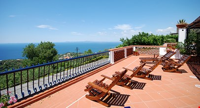 Charming Apartment Near Sorrento Overlooking Gulf Of Naples